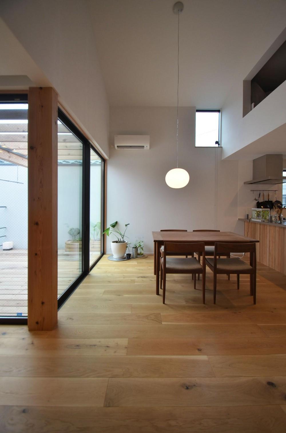 下連雀Y邸-L・D・K・中庭の関係性がつくりだす心地よい空間- (ダイニング)