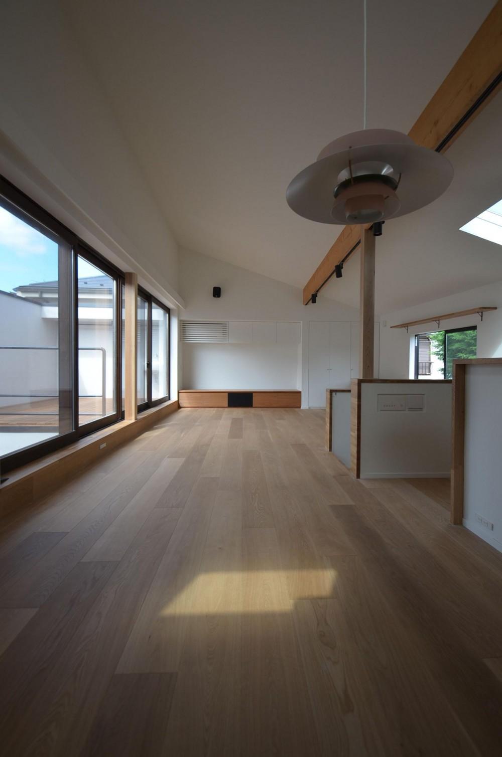 桃井M邸-中庭を中心としたコの字配置の立体コートハウス- (リビング)