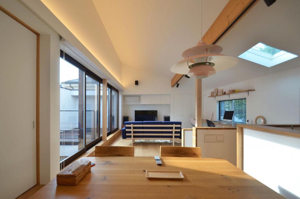 桃井M邸-中庭を中心としたコの字配置の立体コートハウス- (リビングダイニング)