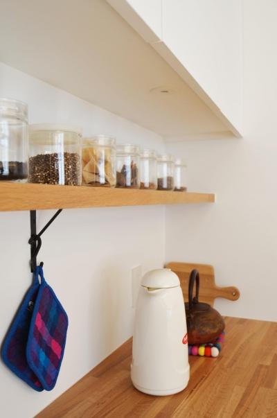 キッチン棚 (桃井M邸-中庭を中心としたコの字配置の立体コートハウス-)
