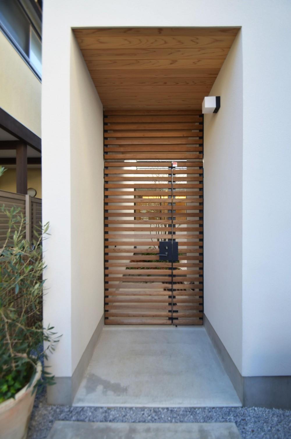 桃井M邸-中庭を中心としたコの字配置の立体コートハウス- (門扉)