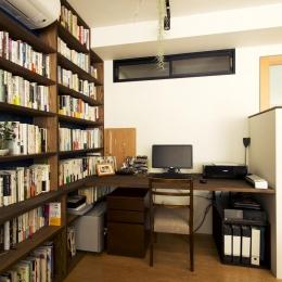S邸・こだわりの書斎スペースがあるリビング (リビング内の書斎スペース)
