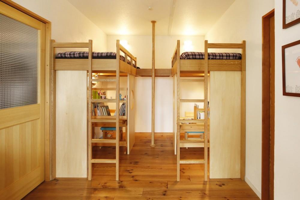 子供スペース(造作ロフトベッド) (S邸・のぼり棒付きの楽しいロフトベッド!)