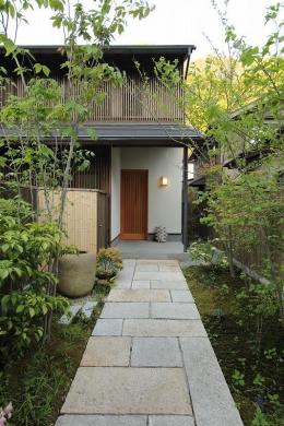 『米倉』二階堂Y邸 (新緑のアプローチ)