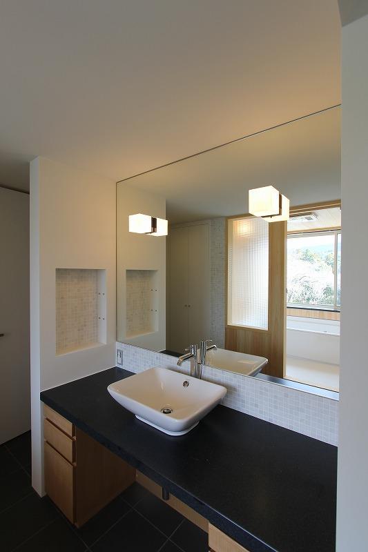 Moby Dickの部屋 大きな鏡のある洗面台