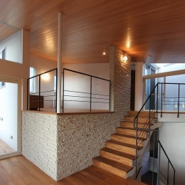 勾配天井のスキップフロア