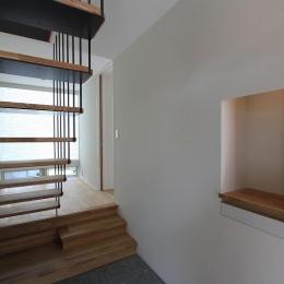 天蓋のある家 (吊構造の階段)