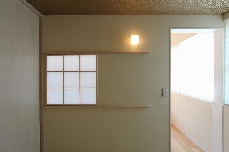 天蓋のある家の写真 障子の室内窓