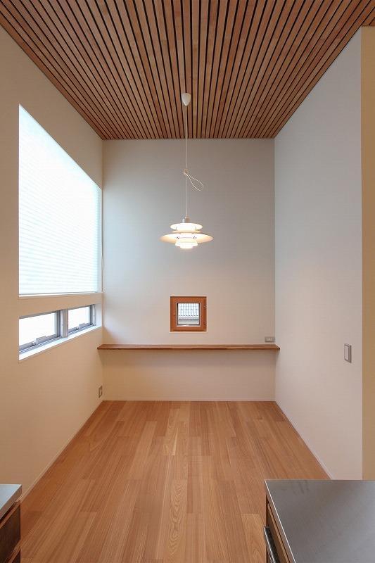 天蓋のある家の写真 キッチン横の空間