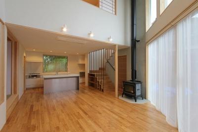 笹谷の家 (吹き抜けと薪ストーブのあるLDK 2)