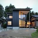笹谷の家の写真 黒いガルバリウム鋼板の外観 2