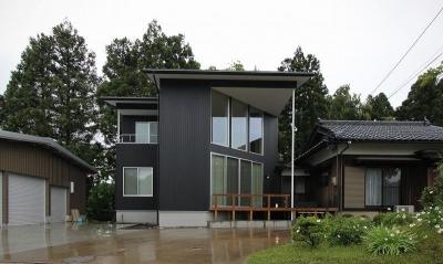 笹谷の家 (黒いガルバリウム鋼板の外観 1)