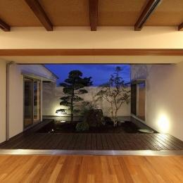 Yokono ARK (中庭を望めるテラス)