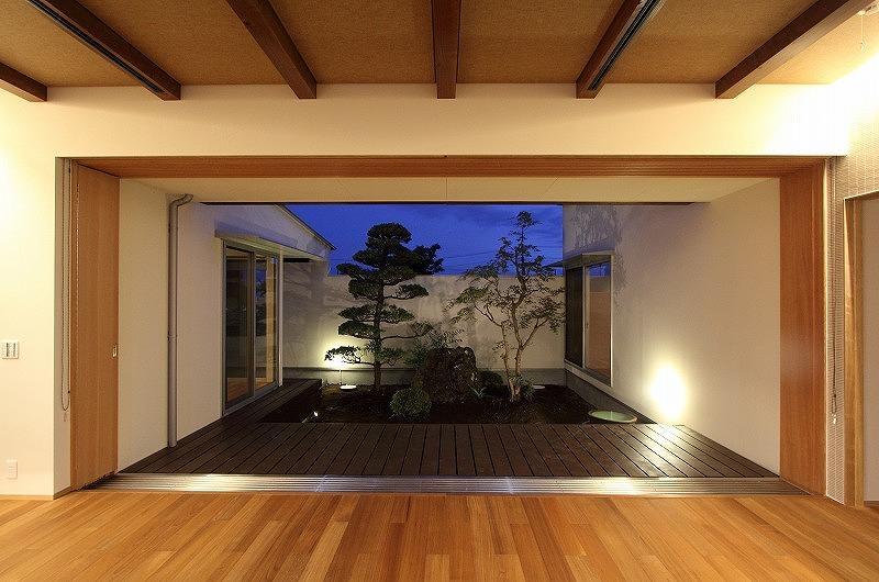 Yokono ARKの部屋 中庭を望めるテラス