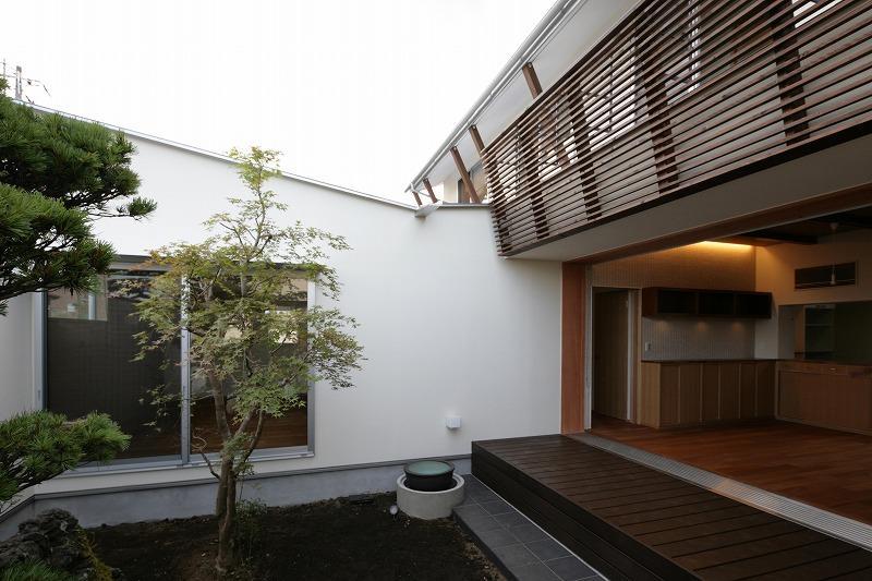 Yokono ARKの部屋 中庭から望む