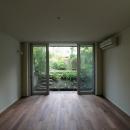 桜台の呼吸する家の写真 庭に繋がる洋室