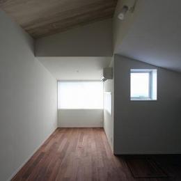 桜台の呼吸する家 (屋根裏部屋)
