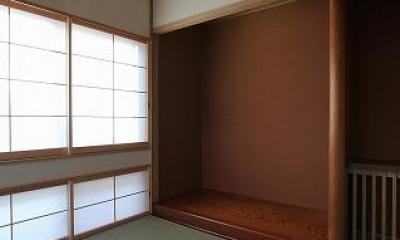桜台の呼吸する家 (床の間のある和室)