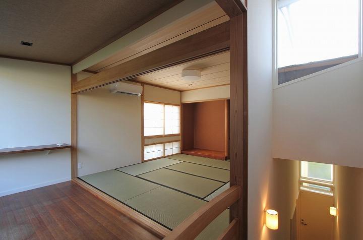 桜台の呼吸する家の部屋 床の間のある和室