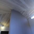 桜台の呼吸する家の写真 天井を見上げる