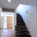 桜台の呼吸する家の写真 階段・廊下・玄関