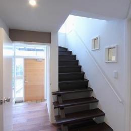 桜台の呼吸する家 (階段・廊下・玄関)