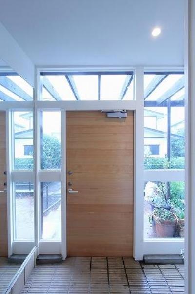明るい玄関 (桜台の呼吸する家)