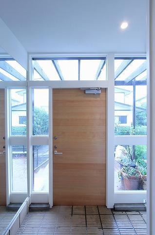 桜台の呼吸する家の部屋 明るい玄関