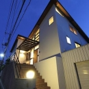 桜台の呼吸する家の写真 アプローチ階段・外観