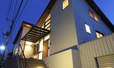 桜台の呼吸する家 (アプローチ階段・外観)
