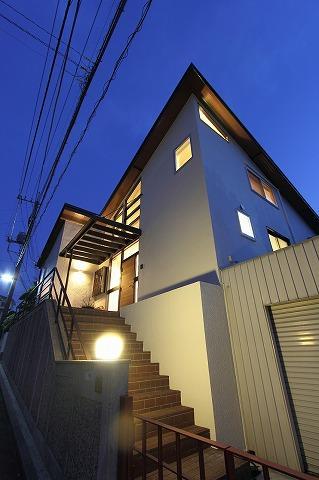 桜台の呼吸する家の部屋 アプローチ階段・外観