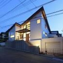 桜台の呼吸する家の写真 外観 夕景
