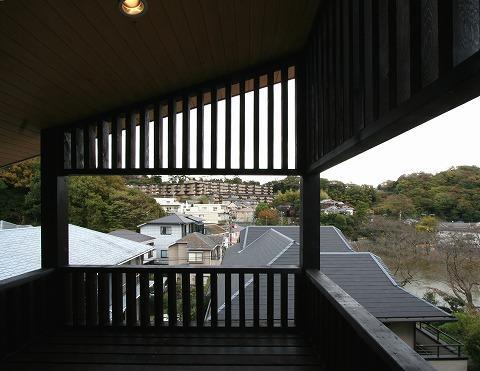 SKY FIELD HOUSEの部屋 花見台から谷戸池を見下ろす