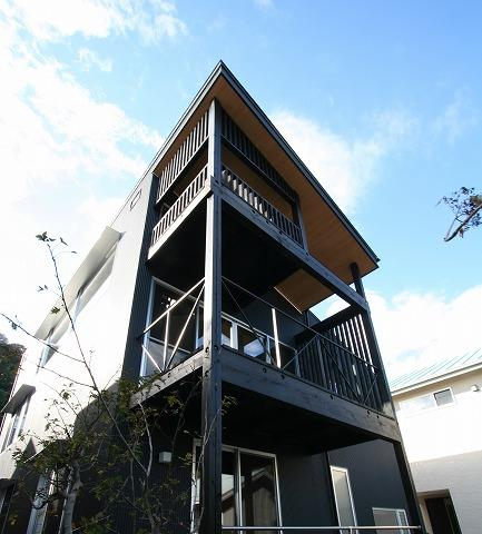 SKY FIELD HOUSE (3段のバルコニー)