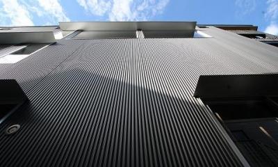 ガルバリウム鋼板小波板の外壁|SKY FIELD HOUSE