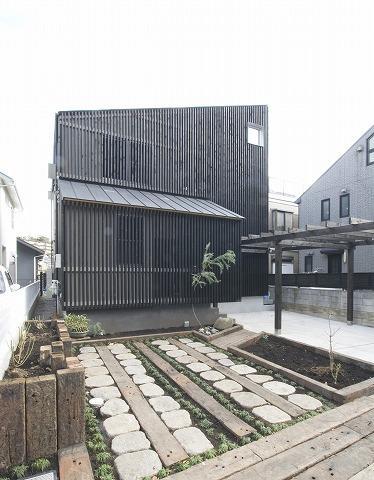 SKY FIELD HOUSE (前庭(駐車スペース)・外観)