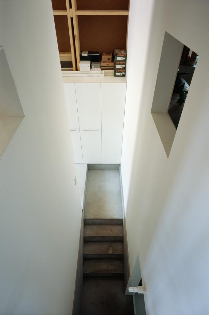 格子の家の写真 すき間