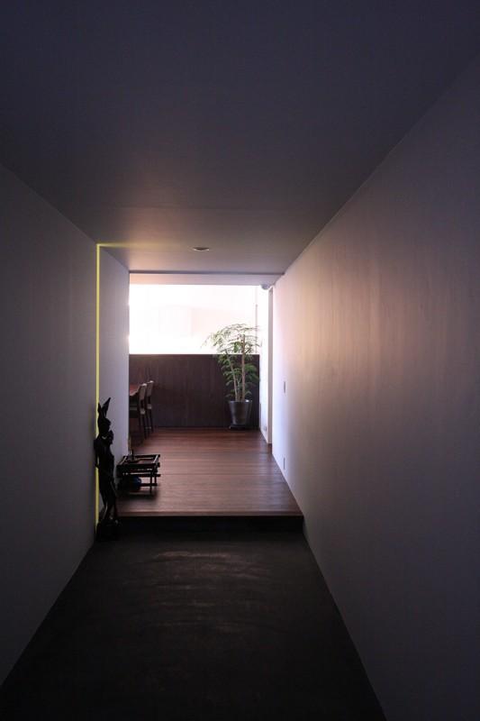 HO邸の部屋 土間のある玄関