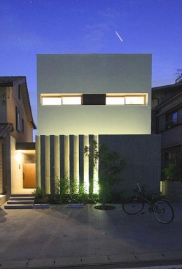 KM邸 (キューブ型の白い外観)