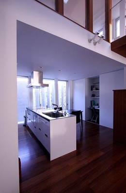 KM邸 (白い対面型キッチン)