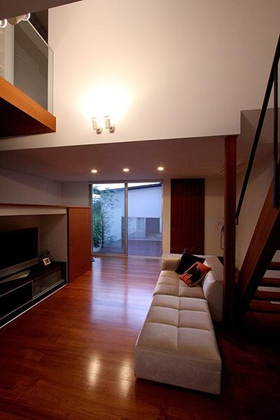 KM邸 (キッチンからリビングの眺め)