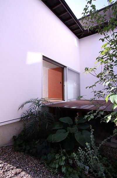 KM邸 (中庭のウッドデッキ)
