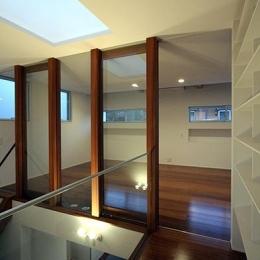 KM邸 (吹き抜け越しの2階の子供スペース)