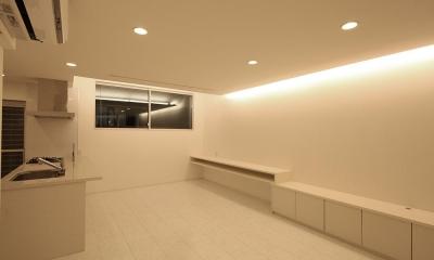 伊丹市 K邸 (キッチンもリビングも白で統一されている空間)
