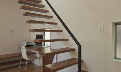 伊丹市 H邸 (壁に埋め込んだ個性的な階段)