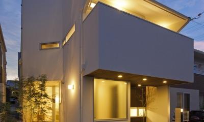 伊丹市 H邸 (ライトアップした白い外観)