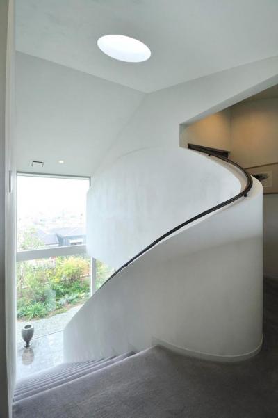 個性的な階段の手すり (芦屋の家)