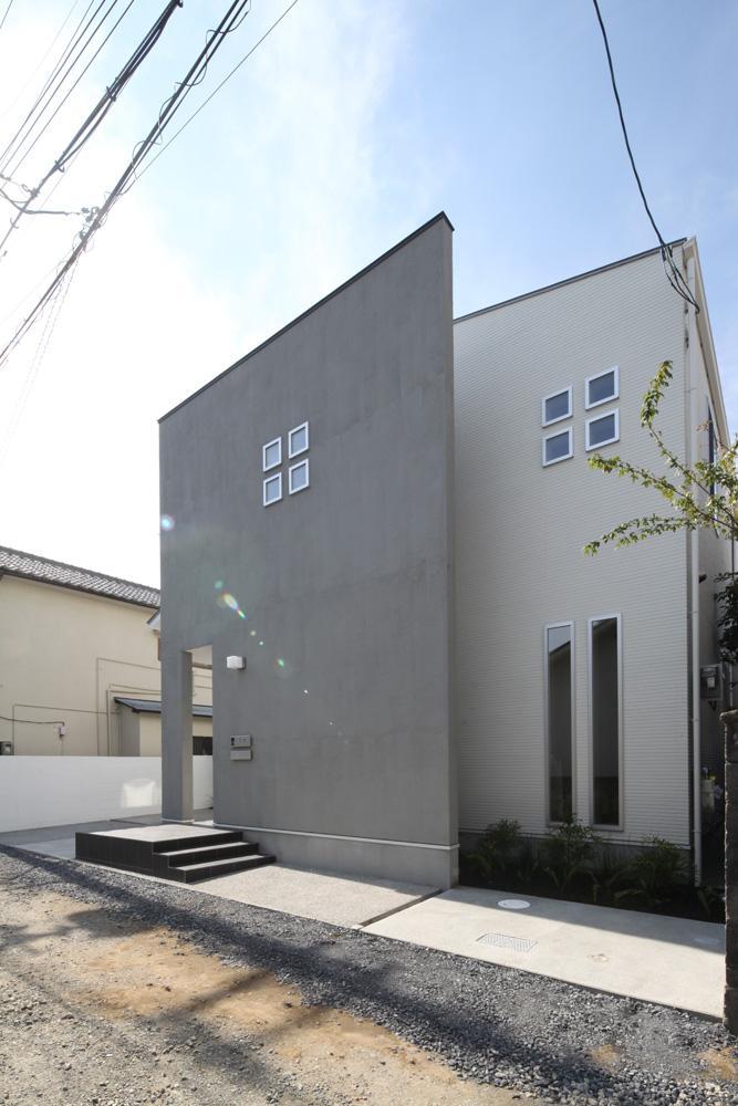 伊丹市 S邸 (小窓が印象的な外観)