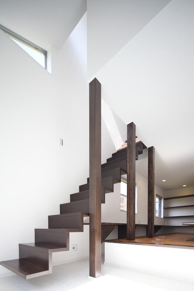 伊丹市 S邸の部屋 壁に埋め込んである階段