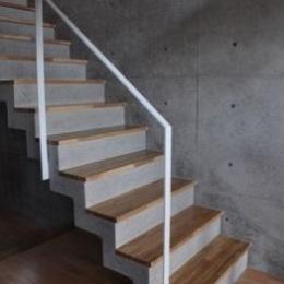 オーシャンビューの家 (コンクリートの階段)